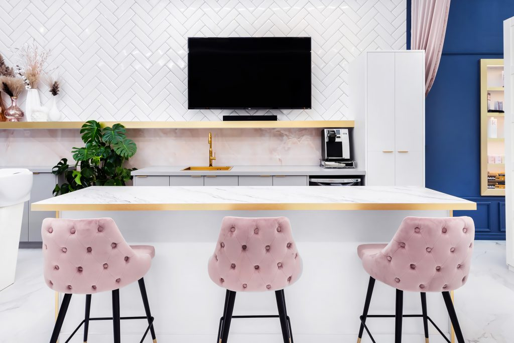 her-studios-pink-white-gold-color-bar